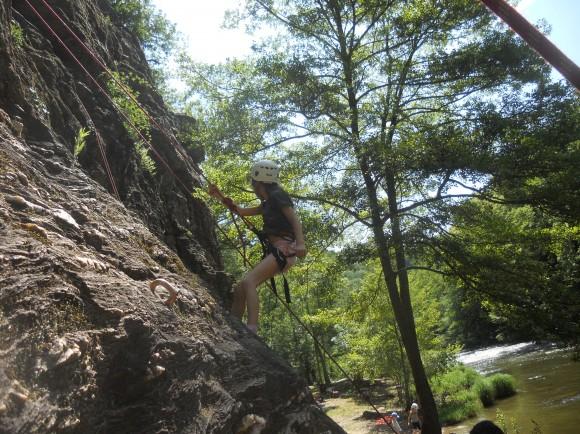 Voie d'escalade et rivière Site de Bor et Bar