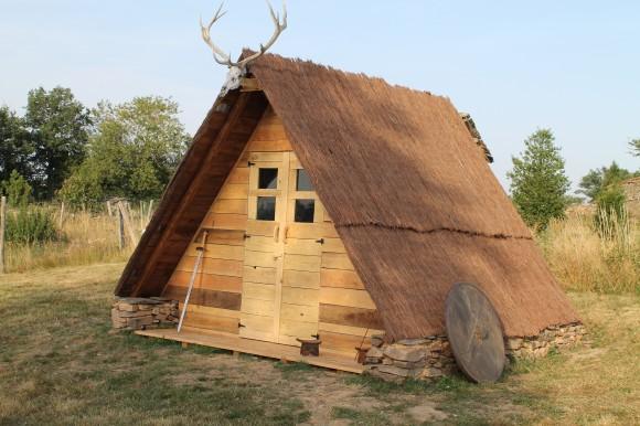 Campement médiéval du gîte de Lacroux Hutte médiévale
