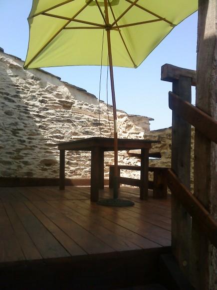 Terrasse surélevée avec vue sur le Ségala gite tarn